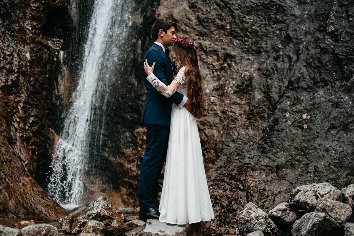 sesja ślubna nad wodospadem
