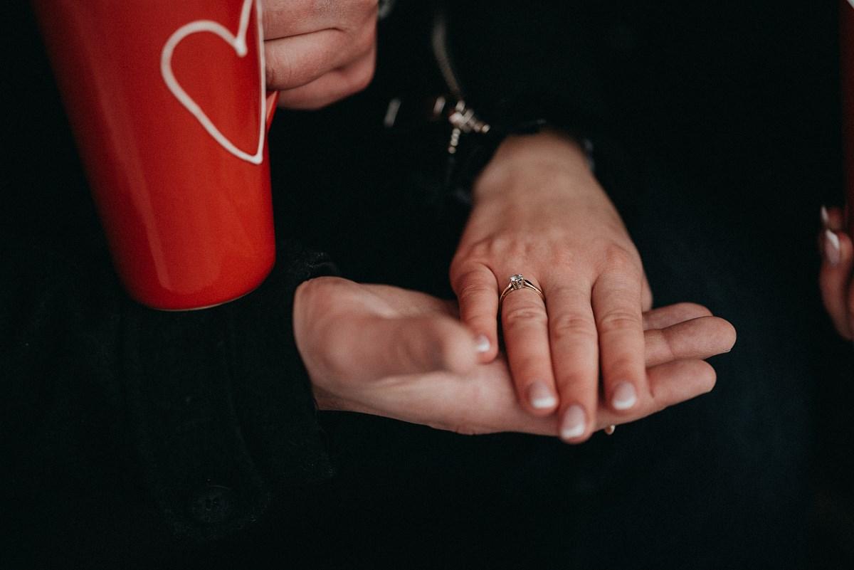 Zimowa sesja zaręczynowa